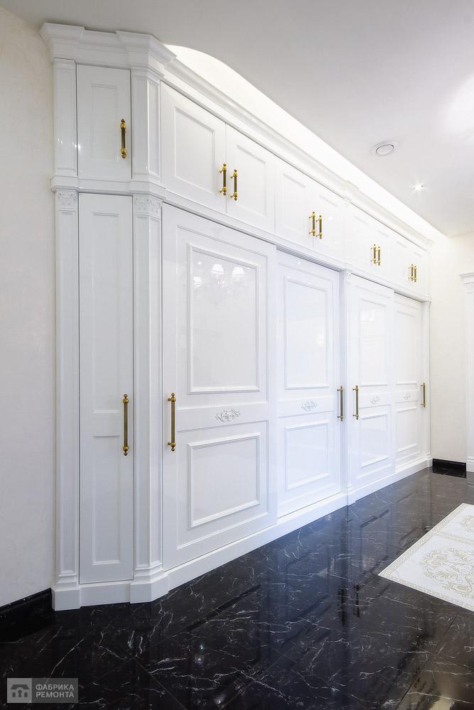 Холл. Встроенная мебель по индивидульному заказу.